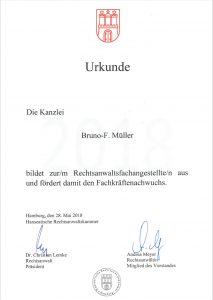 Rechtsanwalt Müller bildet aus